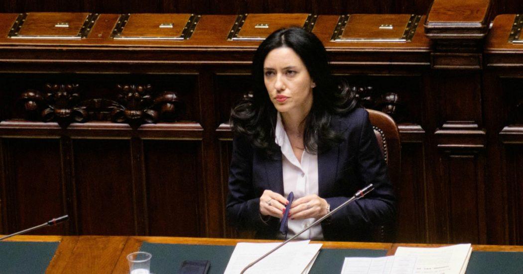 """Azzolina scrive a Fontana e De Luca per tenere le scuole aperte. Il governatore lombardo: """"Non ci sono risorse per potenziare i trasporti"""""""