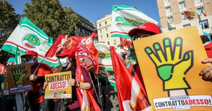 """""""Puliamo scuole, ospedali, uffici, bus. Ma ci danno 7 euro lordi all'ora"""": la battaglia dei lavoratori multiservizi per il contratto"""