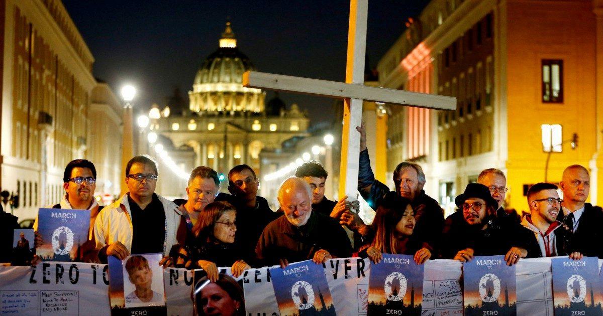 Padre Luca, fratello del sindaco di Genova, indagato per violenza sessuale su minore