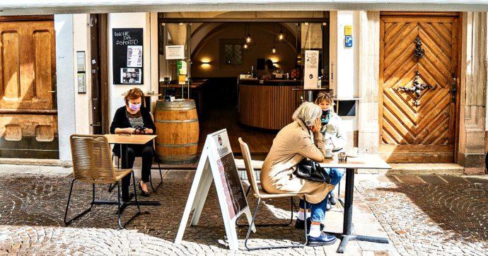 L'Alto Adige revoca il lockdown totale (ma resta zona rossa) dopo lo screening. Locali e negozi, altra ordinanza anti-assembramenti in Veneto