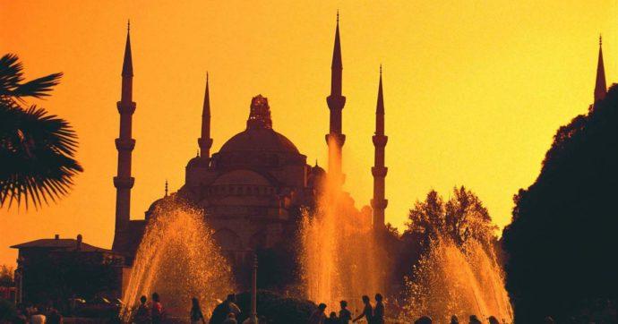 Turchia, non si arresta la caduta della lira. L'economia, già in sofferenza, paga anche l'aggressività internazionale di Erdogan