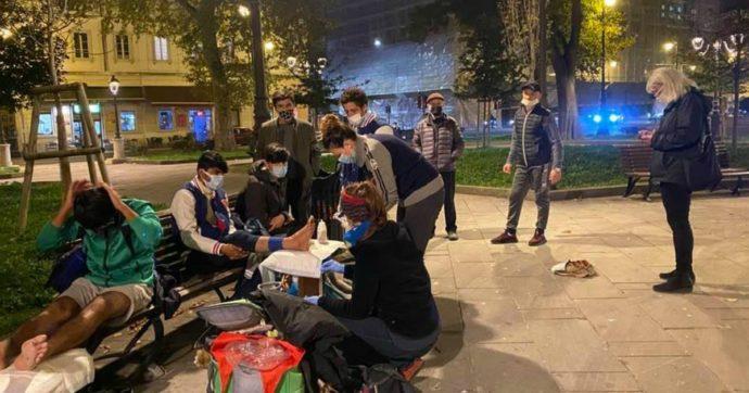 """Tra i volontari che curano i migranti arrivati a Trieste dalla rotta balcanica. """"Le istituzioni ci tollerano. Chi è in transito diventa invisibile"""""""