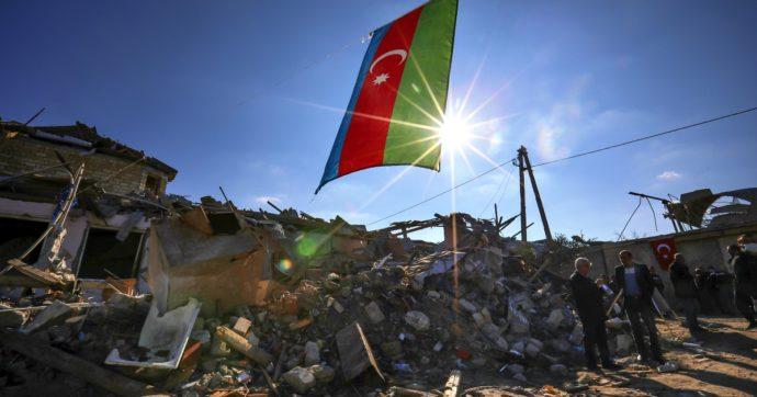 In Nagorno-Karabakh è guerra di propaganda. Erdogan e Putin chiedono la fine del conflitto, ma si sfidano sulla partita energetica