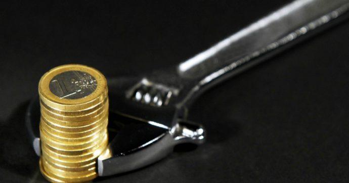 Bruxelles consiglia ma non impone di introdurre un salario minimo. La Germania lo alza a 10,4 euro l'ora per battere la crisi