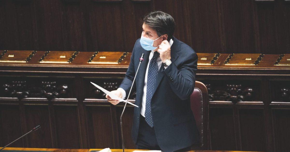 """Lombardia, un terzo di tutti i casi. Ma Conte: """"Lockdown fake news"""""""