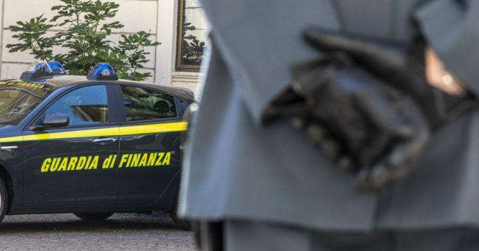 Covid, 17 persone riunite per eleggere il capo della loggia massonica a Cosenza: 9 sanzioni