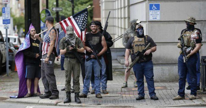 Gli statunitensi si armano in vista delle elezioni, boom di vendite di fucili e pistole. La catena Walmart sceglie di toglierli dagli scaffali
