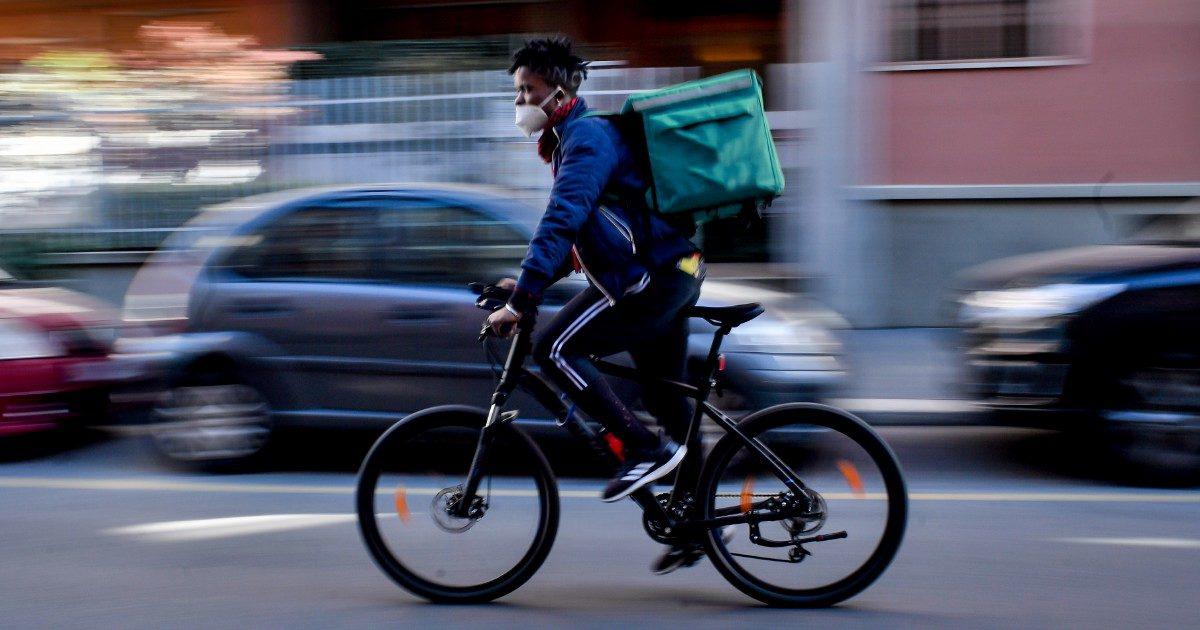 """""""Consegne etiche"""": i rider alternativi allo sfruttamento"""