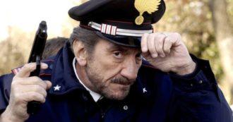 Gigi Proietti è morto: da Mandrake di Febbre da cavallo al maresciallo Rocca, i volti dei suoi personaggi più famosi – FOTOGALLERY