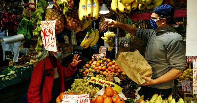 """File ai negozi per acquistare cibo, l'appello di Confagricoltura: """"Date la precedenza ai prodotti italiani per far sopravvivere la filiera"""""""