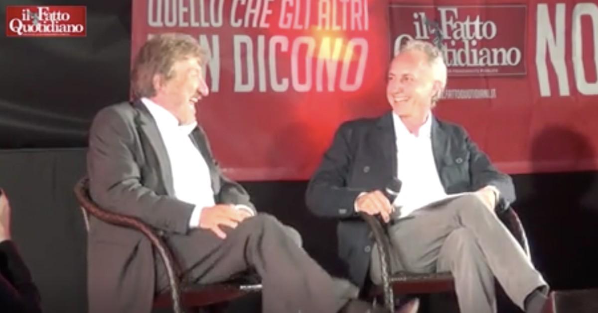 Gigi Proietti morto, gli aneddoti sulla sua vita e sui personaggi della romanità raccontati dal palco della Festa del Fatto per i 50 anni di carriera - Il Fatto Quotidiano