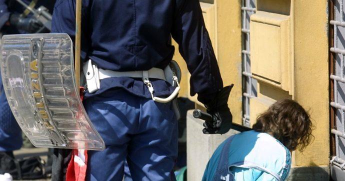 """Promossi due poliziotti condannati per il G8 di Genova, lo """"sconcerto"""" di Amnesty, Arci e Leu. Il dipartimento: """"Avanzamento automatico"""""""