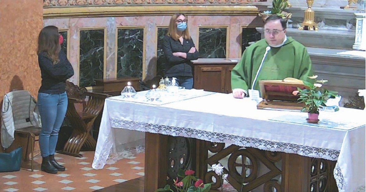"""""""L'aborto è peggio della pedofilia"""": l'omelia del prete di Macerata difeso dal suo vescovo"""