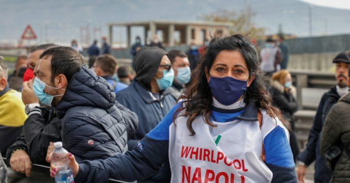 """Whirlpool conferma la chiusura a Napoli: 400 operai verso il licenziamento a luglio. I sindacati fanno appello a Draghi: """"Intervenga"""""""