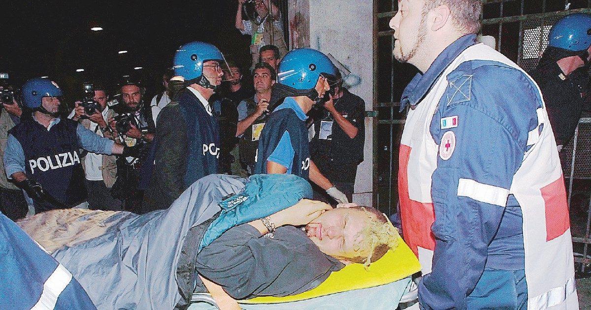 """G8, le cartelle """"sbagliate"""" ai poliziotti. Indagano i pm"""