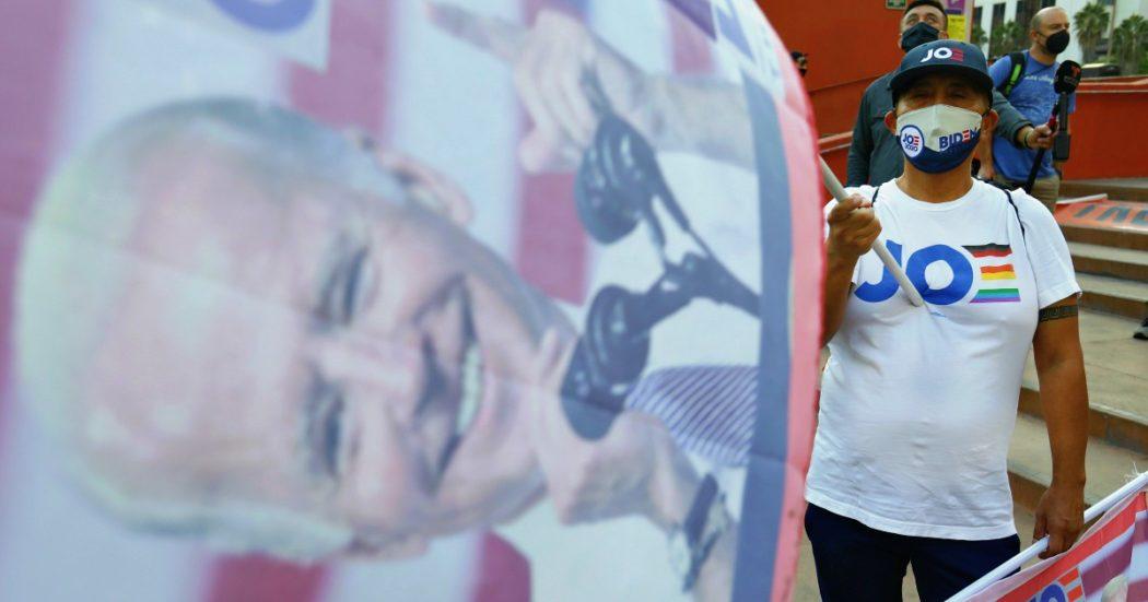 """Elezioni Usa 2020, cronaca del 6 novembre – Il vantaggio di Biden si allarga in Pennsylvania. Riconteggio in Georgia. Staff Dem: """"Governo scorterà gli intrusi fuori dalla Casa Bianca"""". Trump: """"Non smetto di battermi"""""""