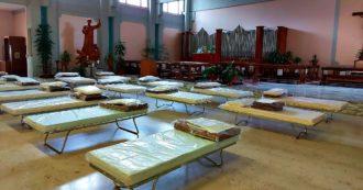 Piemonte, nel Covid hospital di Orbassano non c'è più posto: 70 brandine montate in chiesa