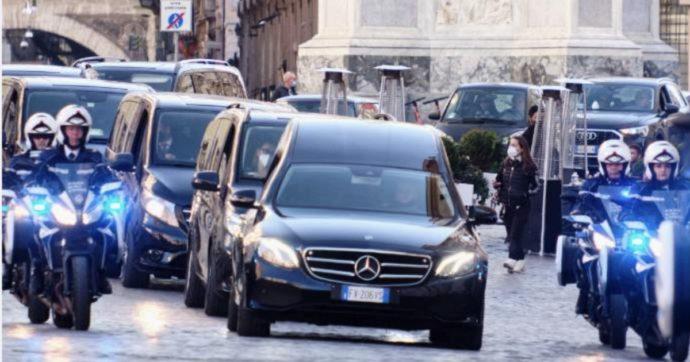 Stefano D'Orazio, oggi i funerali in forma privata a Roma: la commozione dei Pooh