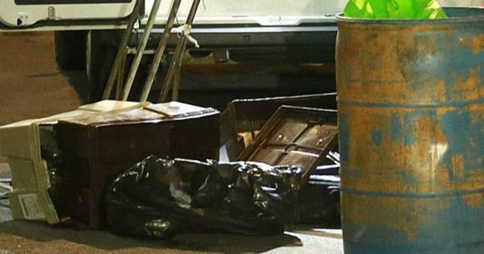 I corpi senza vita di due ragazzini di 12 e 14 anni ritrovati nelle gabbie per polli: indagini in corso