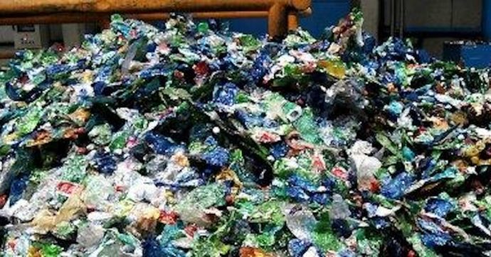 """Malta, da gennaio vietate le importazioni di plastica monouso. Stop a bicchieri, sacchetti e posate. """"Dal 2022 vendita sarà illegale"""""""