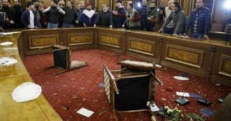 Nagorno-Karabakh, Armenia e Azerbaigian firmano cessate il fuoco. Esulta la Turchia, soldati russi nell'area per 5 anni. Esplode la rabbia a Yerevan