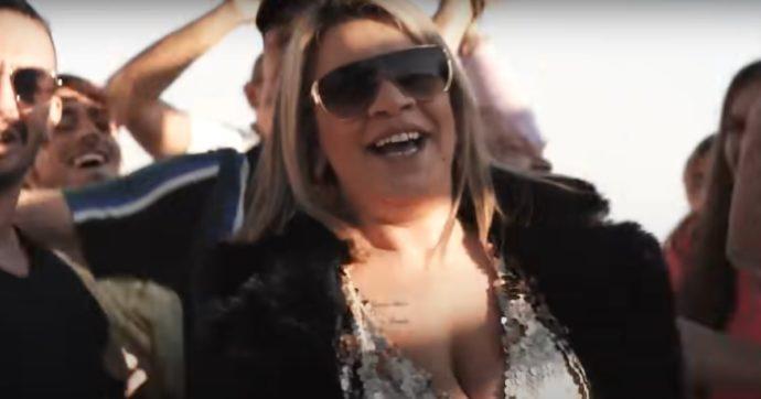 Angela da Mondello lancia la sua canzone. E io avrei qualcosa da dirle