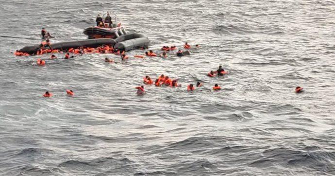 """Affonda un gommone con 100 migranti: sei morti, tra cui un bimbo di 6 mesi. Open Arms: """"Non ce l'ha fatta ad aspettare i soccorsi"""""""