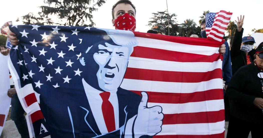 Elezioni Usa, i repubblicani vendono l'anima al trumpismo in nome del consenso. Il carico di voti, la dinastia familiare: così il tycoon ha cannibalizzato il partito per restare a lungo (e meditare una rivincita)