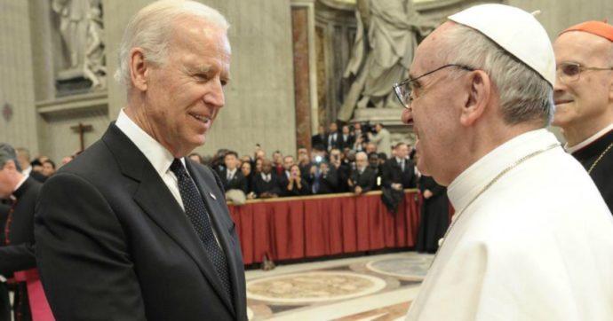 """Vaticano, lo """"schiaffo"""" di Papa Francesco a Trump: telefonata di congratulazioni a Biden"""