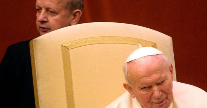 """Vaticano, """"soldi per nascondere i pedofili a San Giovanni Paolo II"""": le accuse contro l'ex segretario di Wojtyla"""