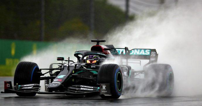 Gp Turchia, Lewis Hamilton è campione del mondo di F1 per la settima volta: raggiunto Schumacher. Domina e vince pure sul bagnato
