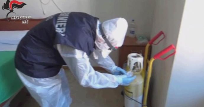 """""""Arriva la morte, i tuoi parenti non vengono"""", così maltrattavano gli anziani in una casa di cura a Bologna: quattro arresti"""