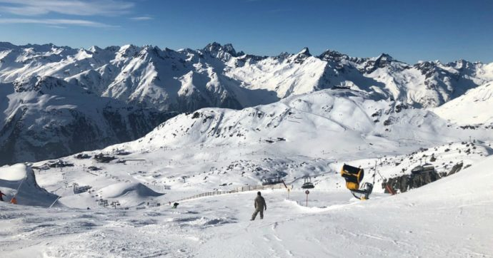 Con le piste da sci chiuse c'è chi tenta di fare slalom tra i divieti. Il caso austriaco insegna