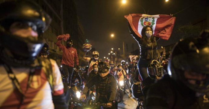 Perù in subbuglio: le proteste non si fermano e c'è chi parla già di 'golpe blando'