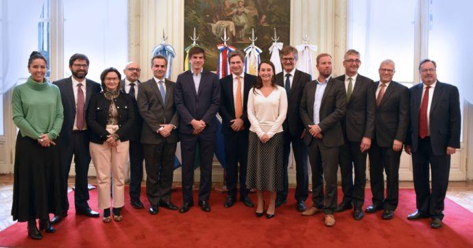 Mercosur: il governo scrive alle Ong che è ancora tutto da decidere, ma poi preme perché l'Ue approvi