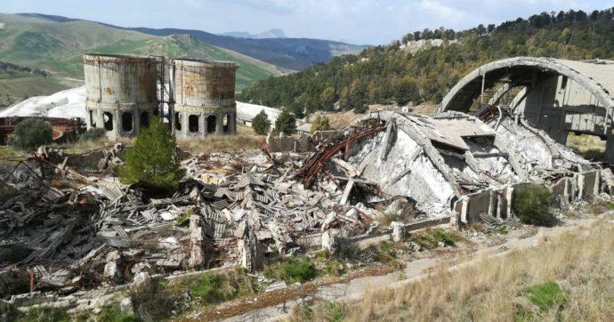 """Sicilia, comuni in rivolta per lo smaltimento di amianto nelle miniere mai bonificate: """"Non siamo la discarica della Regione"""""""