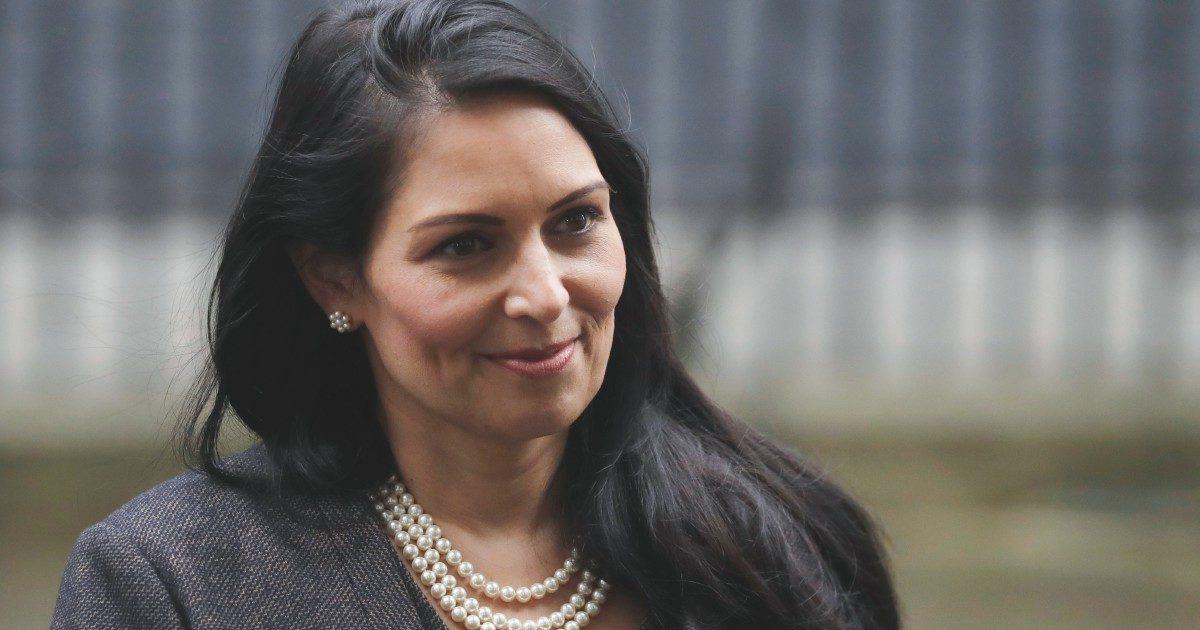 """BoJo difende Patel, ministra """"bulla""""ma utile al sovranismo"""