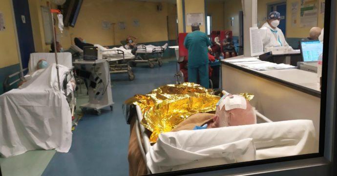 Ospedali San Paolo e Carlo, parla un medico: 'Inumano, noi e i pazienti abbandonati in una vera bolgia, ammassati come carne da macello'
