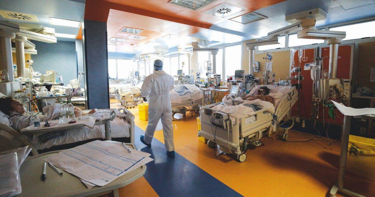 """Meno ricoveri e terapie intensive, ospedali  ancora """"vicini al collasso"""""""
