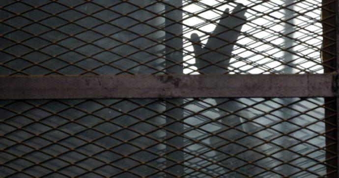 Egitto, fumettista pubblica video contro il regime di al-Sisi: arrestato dalla polizia. Poi il silenzio