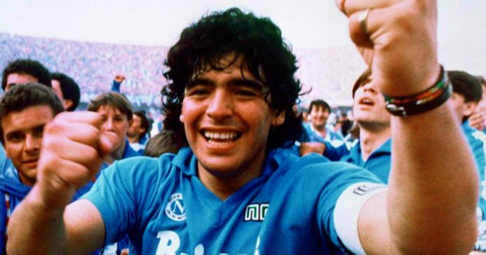 È morto Maradona – Napoli e Diego, storia di un amore e dell'uomo che trasformò la città da periferia a centro del calcio mondiale