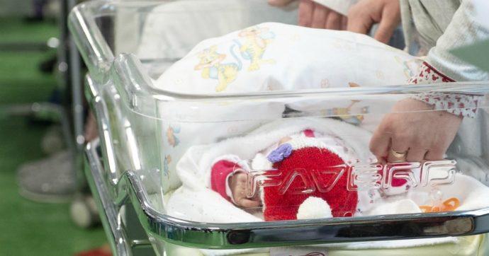 Ostetrica sbaglia dose di morfina durante il parto: muore il neonato, la mamma finisce in coma e rischia danni permanenti