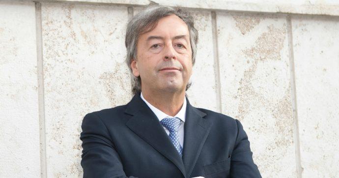 """Covid, Roberto Burioni: """"I vaccinati possono trasmettere la malattia? Non è vero per tutti i vaccini"""""""