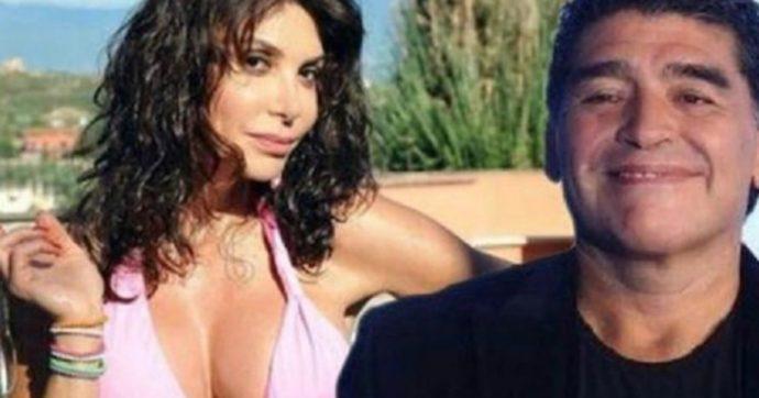 """Maradona morto, Carmen Di Pietro: """"Sono distrutta"""". Ma il fotomontaggio (malriuscito) con lei in costume scatena le polemiche"""