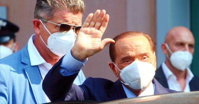 """""""Condizioni di salute peggiorate negli ultimi giorni"""": Berlusconi non va in aula per il Ruby Ter (ma non chiede il legittimo impedimento)"""