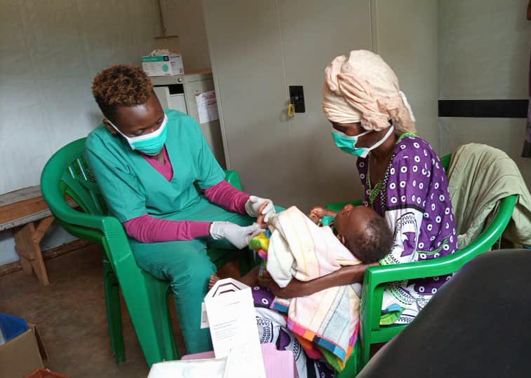 Un bimbo di 5 settimane viene sottoposto al test Hiv