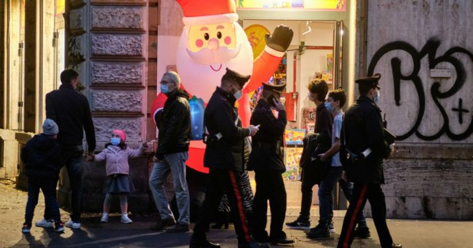 Come il Lazio gestisce gli assembramenti per lo shopping: dagli altoparlanti dissuasori ai checkpoint presidiati dalle forze dell'ordine