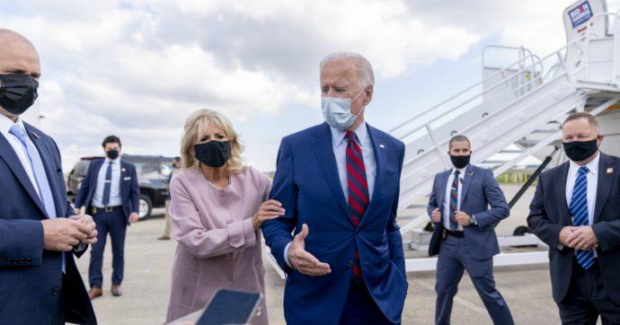 """Joe Biden si frattura un piede giocando con il suo cane. Trump: """"Guarisci presto"""""""