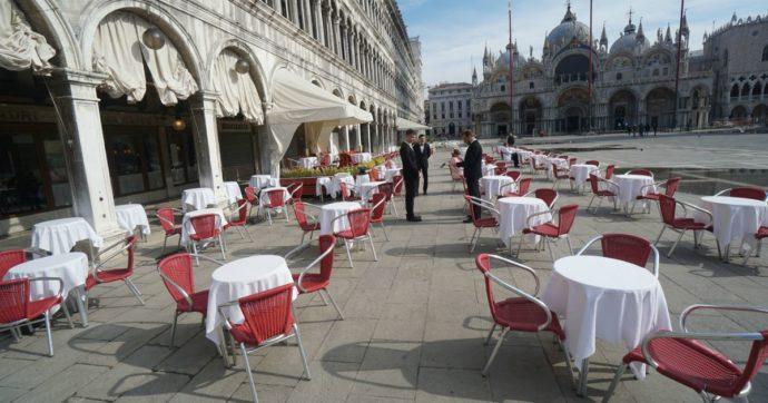 Norme contro gli assembramenti, come funziona in Veneto: dai limiti di ingresso nei negozi ai contapersone per le file