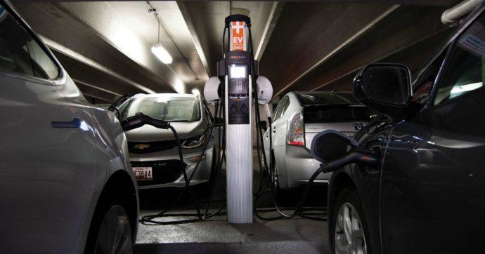 L'auto elettrica? Le emissioni zero ad oggi restano una chimera: ecco i dati sul consumo energetico delle batterie